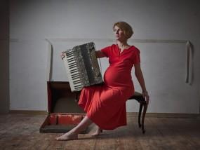 pregnant Woman in red dress Fine Art Portraits Ballarat Melbourne